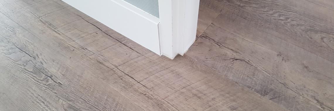 PVC vloer over ingefreesde vloerverwarming gelegd
